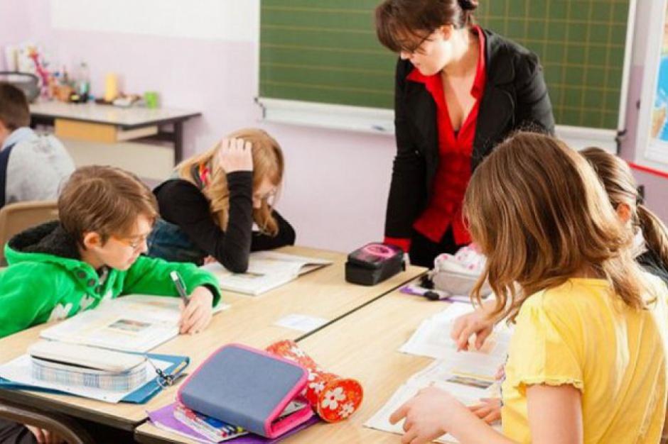 """Przez reformy nauczyciele """"uciekają"""" na urlopy?"""