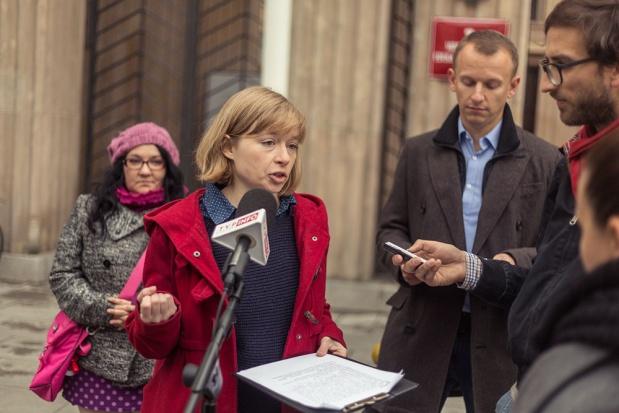 Reprywatyzacja w Warszawie: Kolejna partia chce dymisji w stołecznym ratuszu