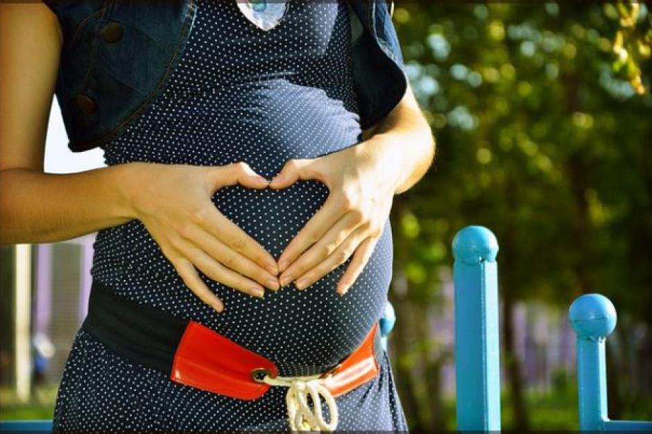 Rekomendacje nt. szczepień kobiet ciężarnych na COVID-19 powinny wydać towarzystwa naukowe