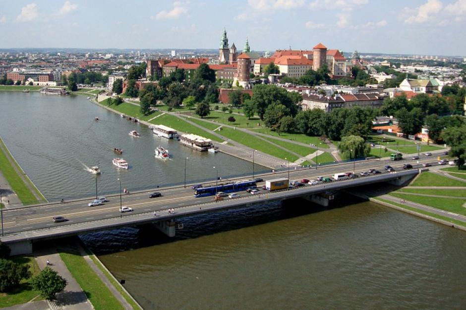 Kraków. Trwa montaż inteligentnego oświetlenia