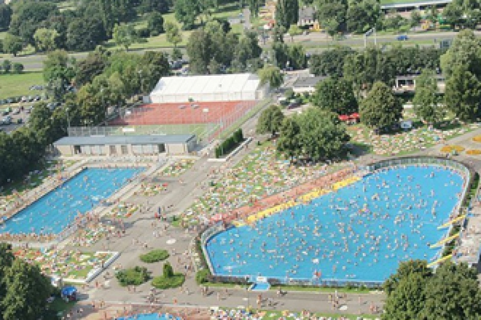 Warszawskie odkryte baseny bądą czynne dłużej