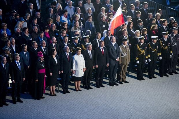 Pierwszym punktem programu obchodu rocznicy było złożenie kwiatów na Cmentarzu Żołnierzy Wojska Polskiego znajdującym się na terenie Westerplatte (fot.premier.gov.pl)