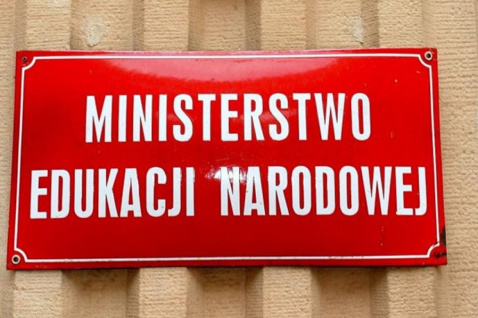 """Protest przed Ministerstwem Edukacji Narodowej: """"Reforma wprowadzi chaos"""""""