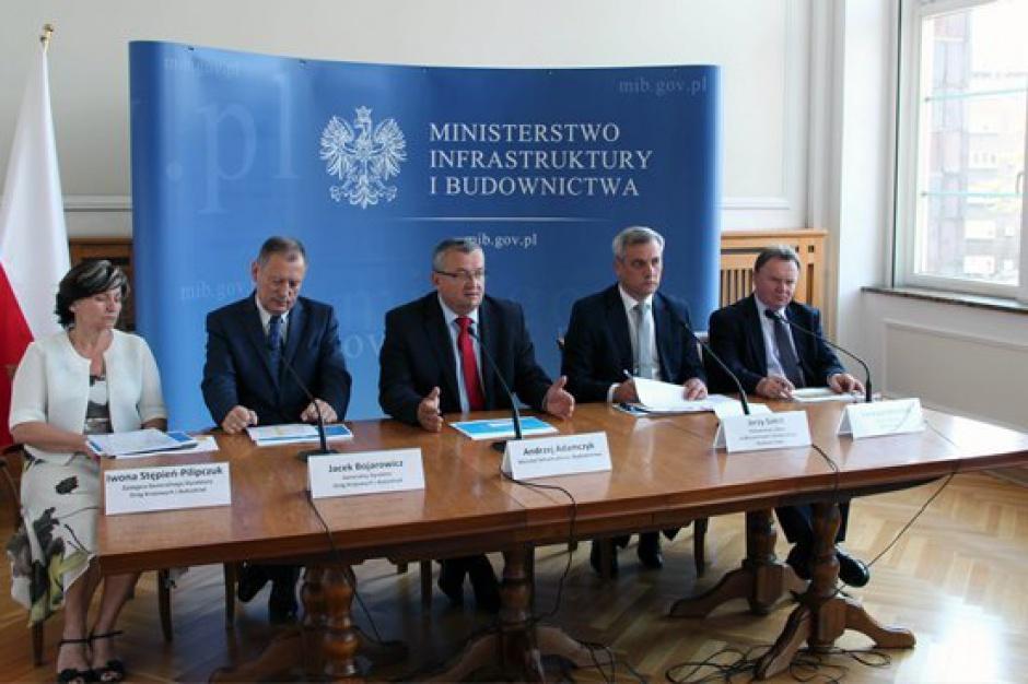 MiB, program budowy dróg 2014-2023: inwestycje drogowe w toku, na kolejowe trzeba poczekać
