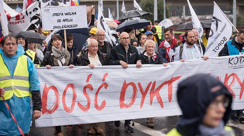 Według policji w marszu uczestniczyło około dwóch tysięcy osób (fot. KOD, Twitter)