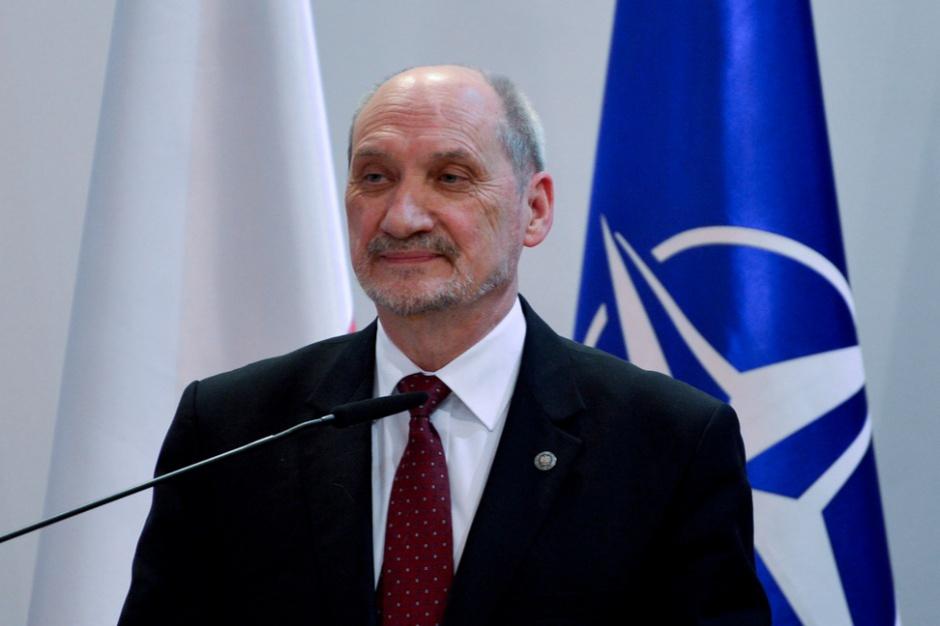 Macierewicz: Do szkół powinno wrócić przysposobienie wojskowe