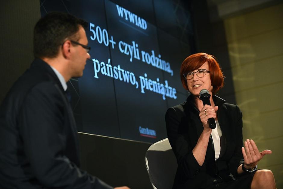 Minister Rafalska o zatrudnianiu przez samorządy asystentów rodziny