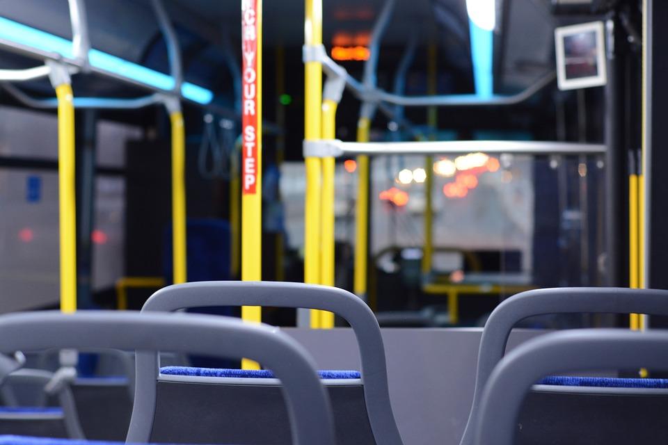 22 września w wielu miastach pojedziemy autobusami za darmo, jeśli okażemy dowód rejestracyjny auta. (fot. pixabay)