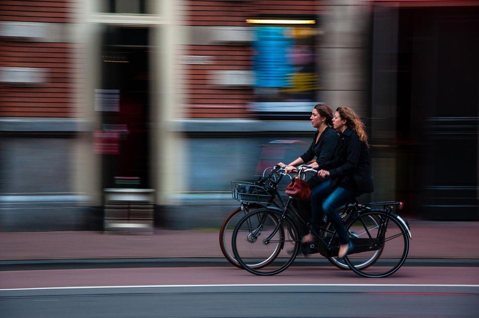 Niektóre miasta przygotowały rowerowe gry miejskie oraz stacje napraw rowerów. (fot. pixabay)