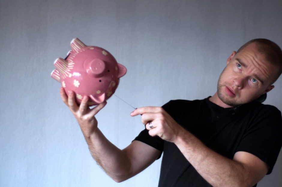 Oszczędności: Polacy nie odkładają pieniędzy na czarną godzinę