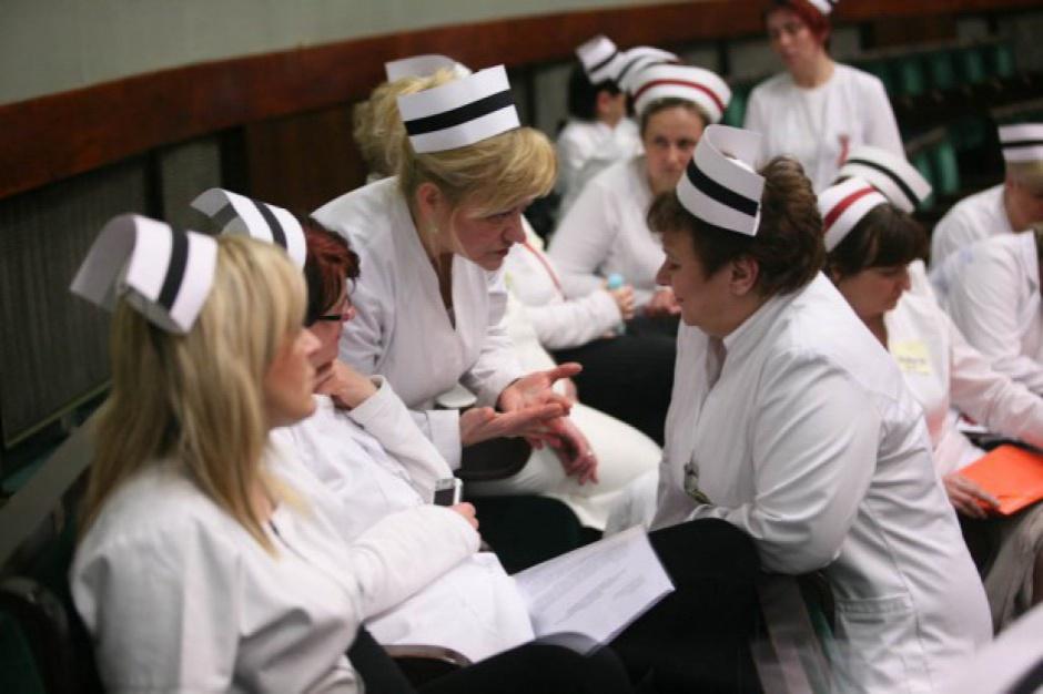 Schetyna: Trzeba podjąć rozmowy z protestującymi pielęgniarkami