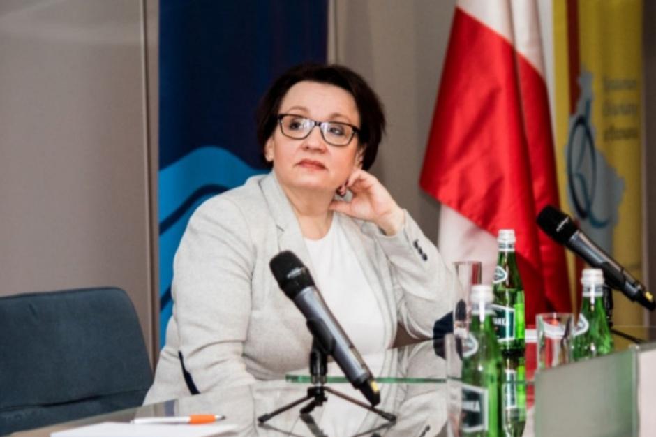 Anna Zalewska: Po 12 latach nauki, uczeń musi mówić w języku obcym