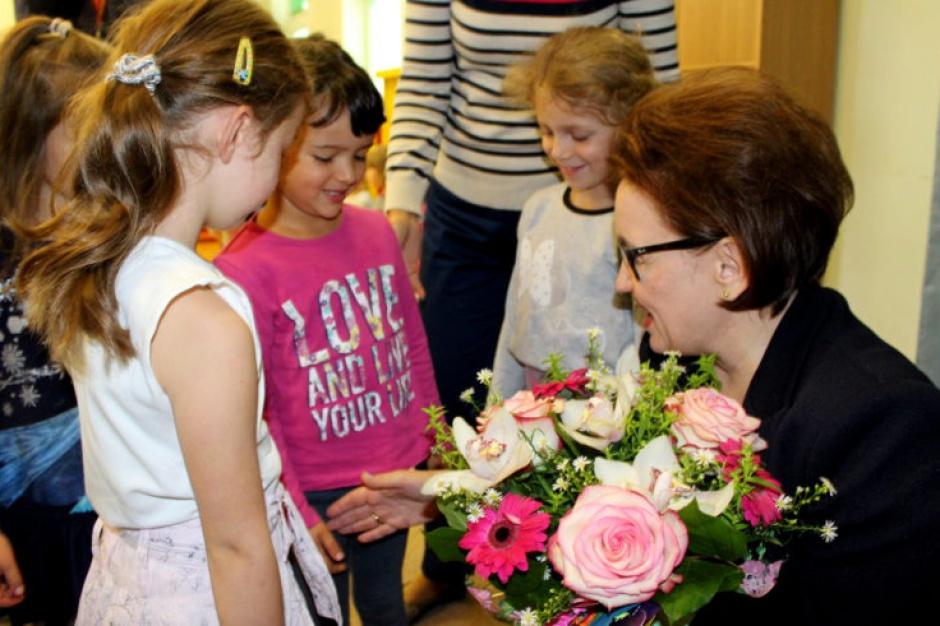 Zalewska: Będzie subwencja oświatowa na sześciolatki w przedszkolu i szkole