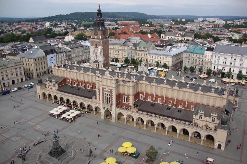 Zielony tramwaj w Krakowie przypomina o ochronie środowiska