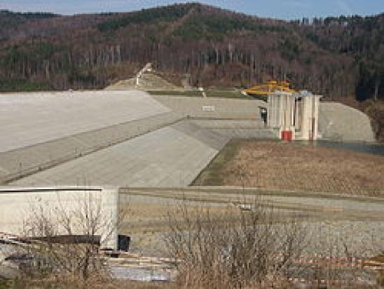 Wiceminister środowiska: trwa napełnianie zbiornika Świnna Poręba