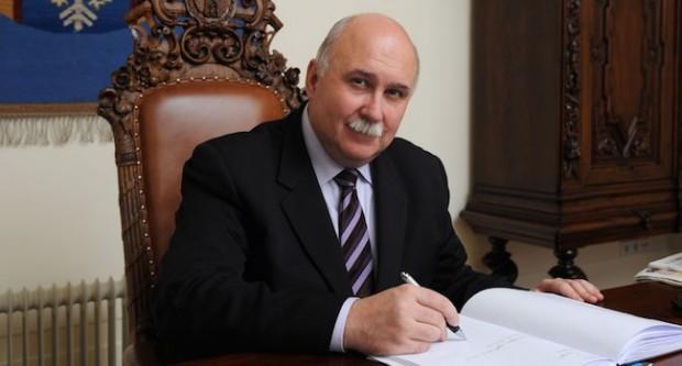 Bogusław Kośmider ukończył studia podyplomowe z bankowości i finansów, z marketingu i zarządzania. Przewodniczącym Rady Miasta Krakowa jest od 2010 roku.