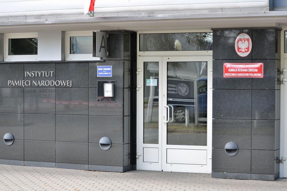 Białystok: IPN rozpoczął prace ekshumacyjne na cmentarzu wojskowym