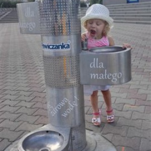 Dzieci same mogą korzystać z poidełek (fot.mat.pras.)