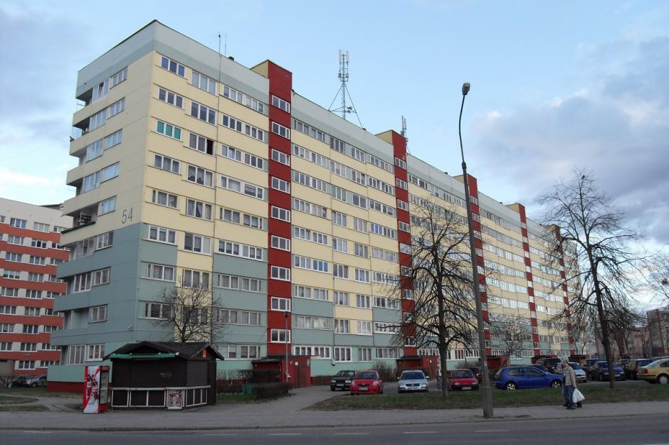 Mieszkania komunalne i socjalne: lokatorów trzeba sprawdzać, a dłużników angażować