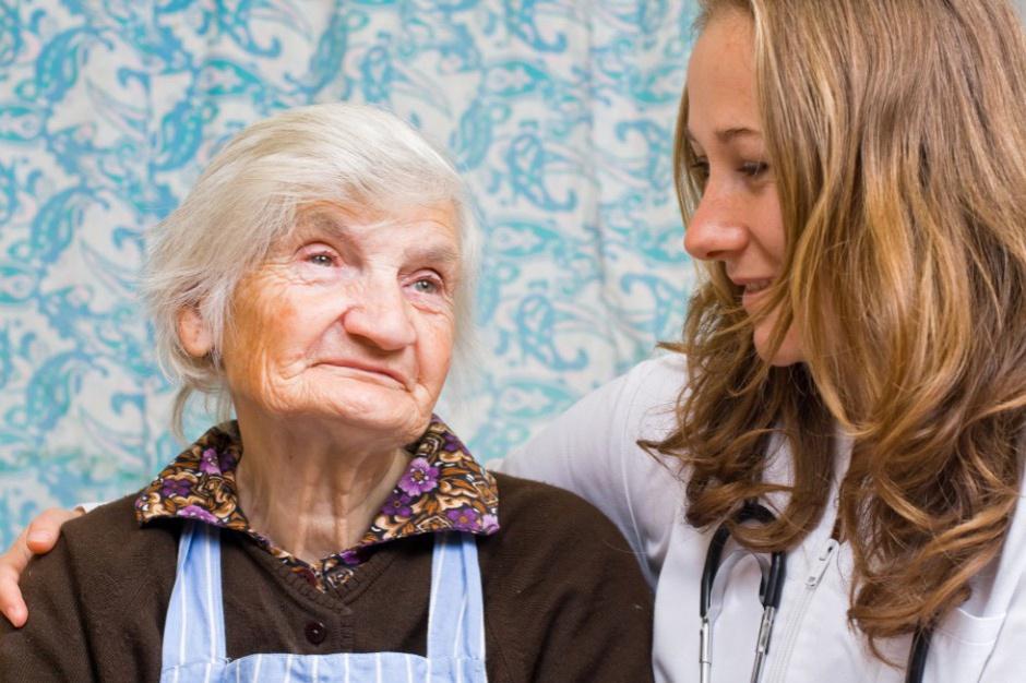Społeczeństwo się starzeje. Potrzeba będzie coraz więcej domów spokojnej starości