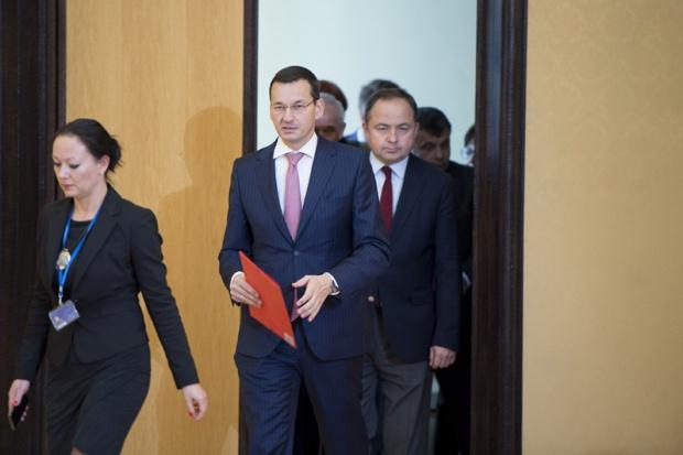 Morawiecki zwrócił uwagę, że ustawy o charakterze społecznym przesuną ok. 30 mld zł w kierunku osób słabiej uposażonych (fot.premier.gov.pl)