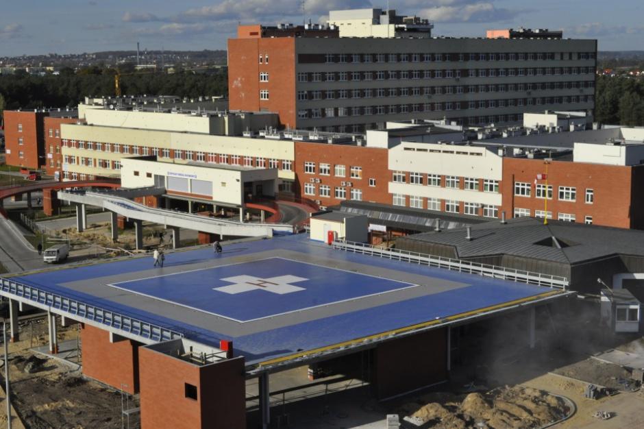 Szpitalne długi jak gorący kartofel