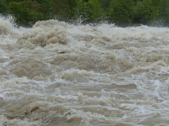Alarm powodziowy w Jaśle. Blisko 100 interwencji strażaków w regionie