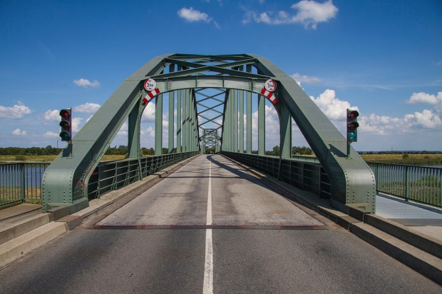 Wojewoda: Most to budowla. Nadanie mu nazwy nie jest aktem prawa miejscowego