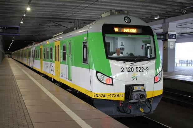 Koleje Mazowieckie modernizują pociągi. Osiemnasty pojazd wyjechał na tory
