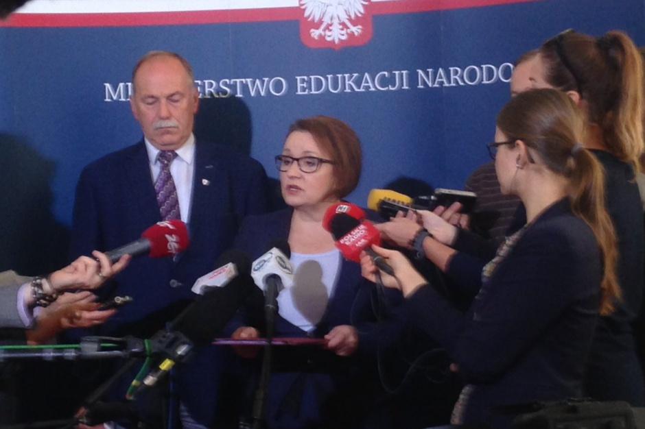 Reforma oświaty, wynagrodzenia nauczycieli: Zalewska chce powołania zespołu, ZNP mówi o proteście