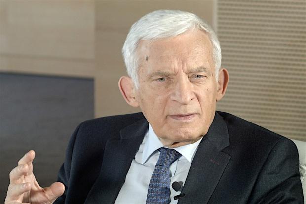 Buzek: Likwidacja gimnazjów to nie jest dobry pomysł. Co proponuje?