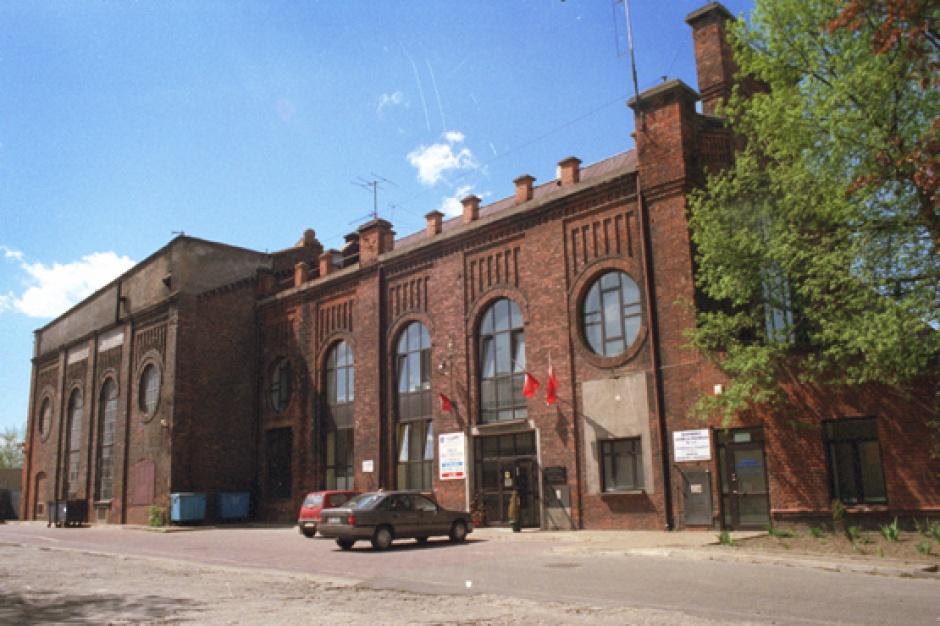 """Mazowieckie Centrum Sztuki Współczesnej """"Elektrownia"""" - budynek przed remontem. (fot. wikipedia.org)"""