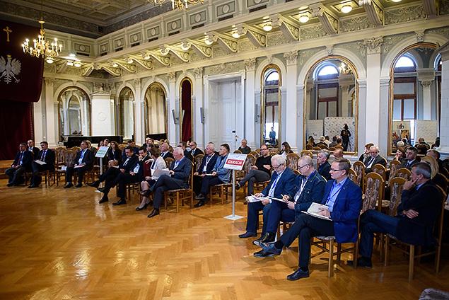 O lokalnym rynku pracy dyskutowali w Tarnowie samorządowcy, przedstawiciele szkół ponadgimnazjalnych i przedsiębiorcy. (fot. tarnow.pl)