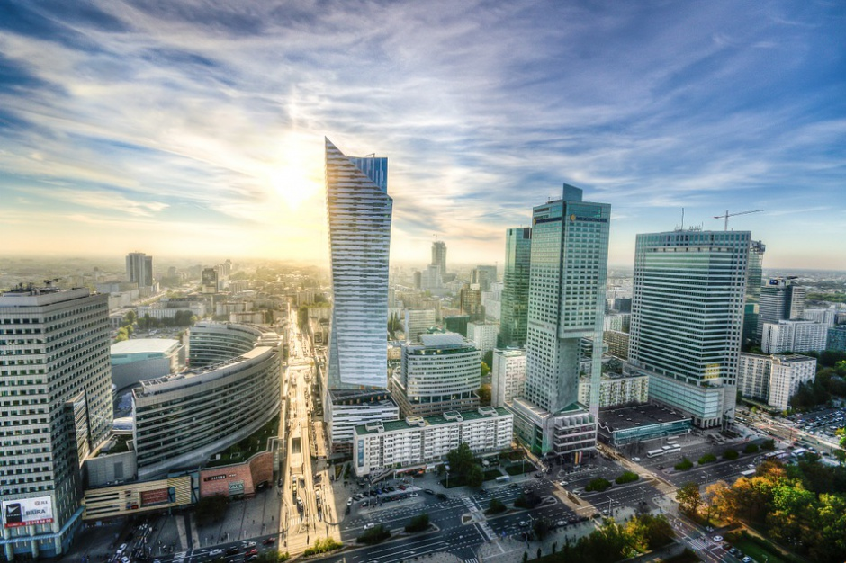 Ruch pojazdów na odcinku Al. Jerozolimskich w Warszawie został już wstrzymany
