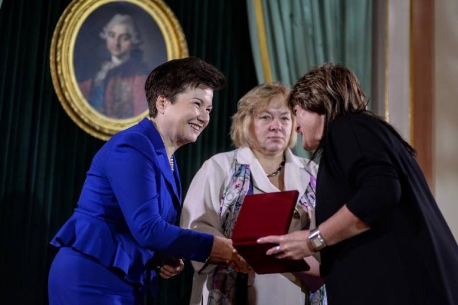 Warszawa: Nagrody dla zasłużonych nauczycieli i dyrektorów szkół