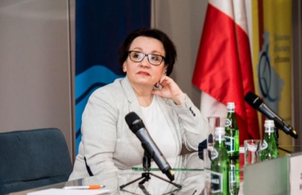 Odwołanie minister Zalewskiej, PO: Działa na szkodę dzieci, nauczycieli i samorządów
