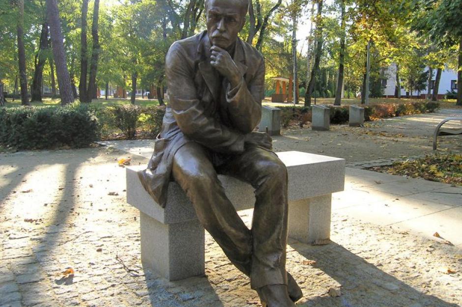 Konstancin-Jeziorna: Usiądź na ławce ze Stefanem Żeromskim