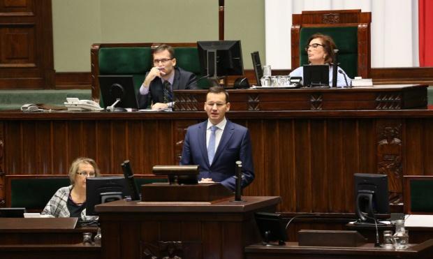Morawiecki o budżecie 2017: 2,1 mld zł więcej na kolej i drogi