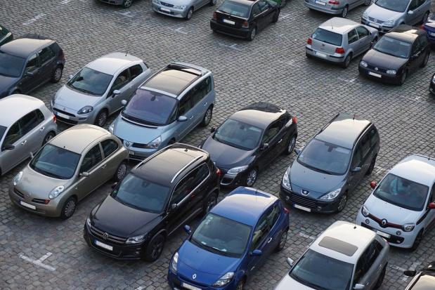 Poznań: Parking samochodowy zachęci kierowców do autobusów i tramwajów?