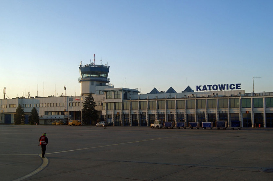 Nowa organizacja ruchu na parkingu przed terminalami Katowice Airport