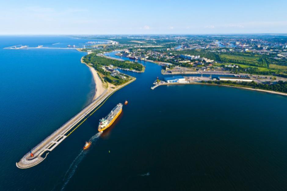 Rozbudowa infrastruktury kolejowej do portów w Gdańsku i Gdyni przebiega zgodnie z planem