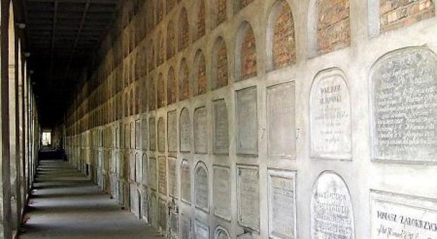 W ciągu najbliższych lat komitet zamierza przeprowadzić renowację i konserwację wszystkich kaplic i grobowców znajdujących się w Alei Katakumbowej (fot.powazki.pl)