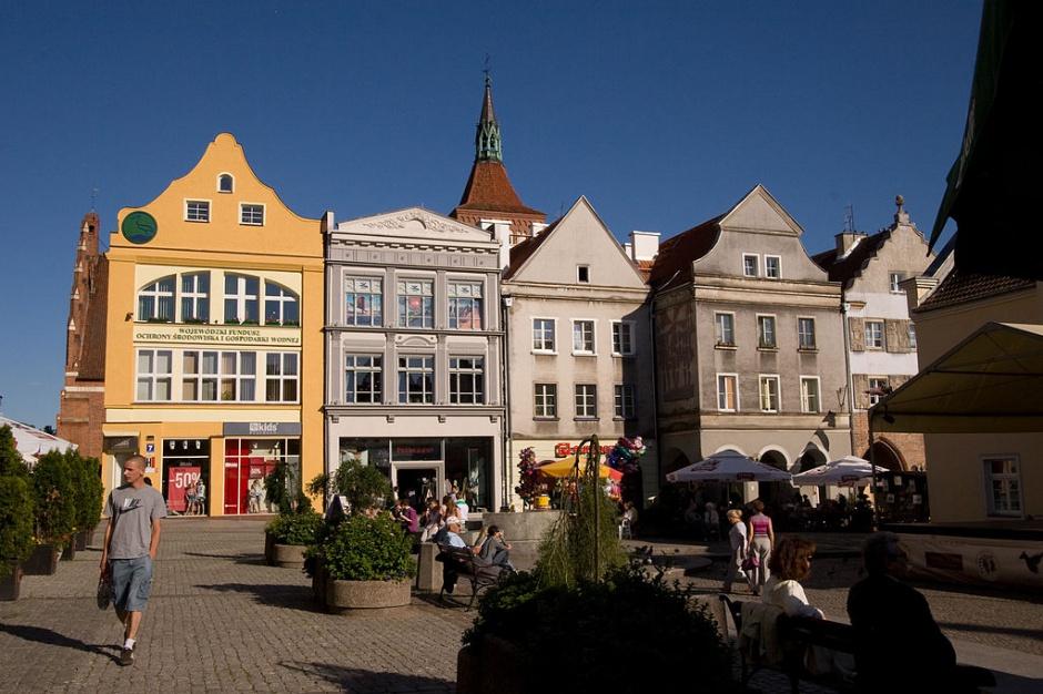 Olsztyn: Władze miasta ograniczają parkowanie na starówce