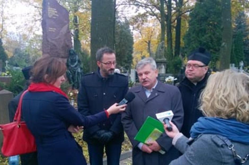 Kwesty na cmentarzach: Łódź zbiórka na ratowanie Starego Cmentarza
