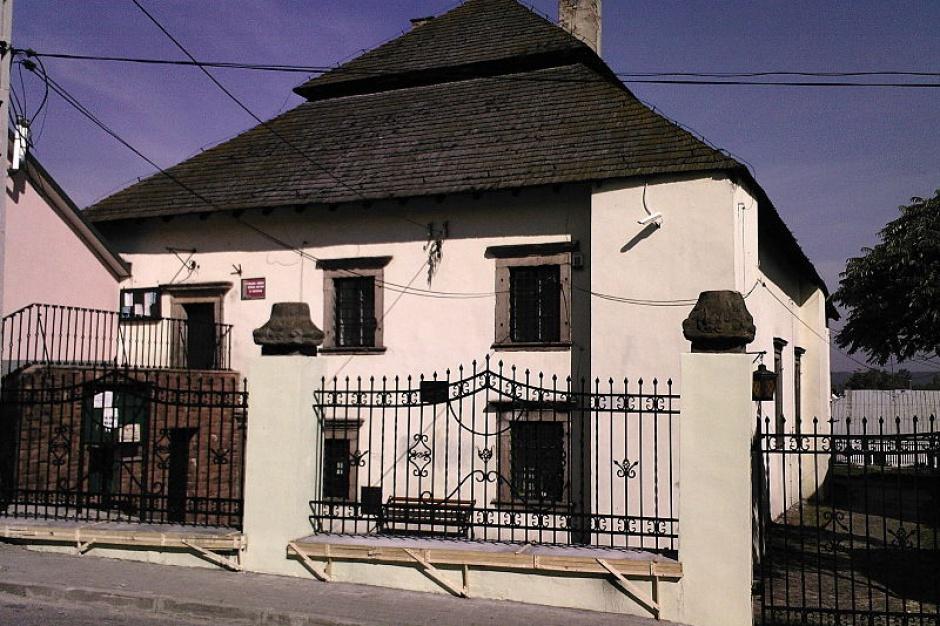 Samorząd Chęcin chce odnowić dawną synagogę