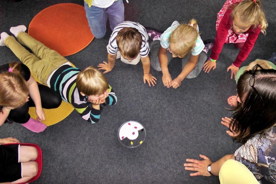 Żłobki, kluby dziecięce, opiekunki: Przybywa miejsc opieki dla małych dzieci