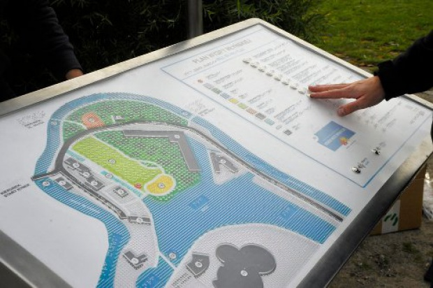 Bydgoszcz: Dotykiem poznają Wyspę Młyńską