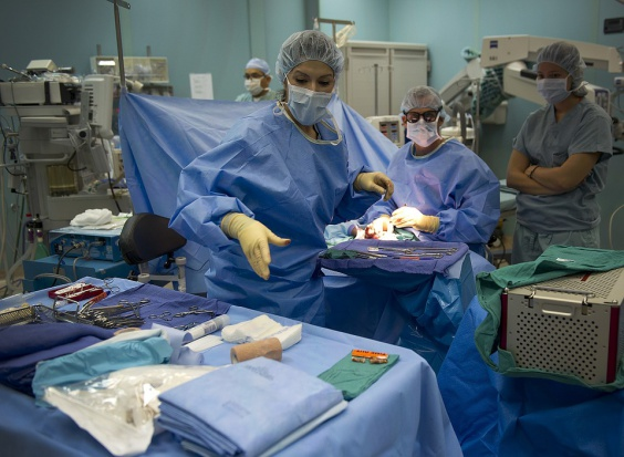 Szpitalom opłacają się zamówienia publiczne na usługi