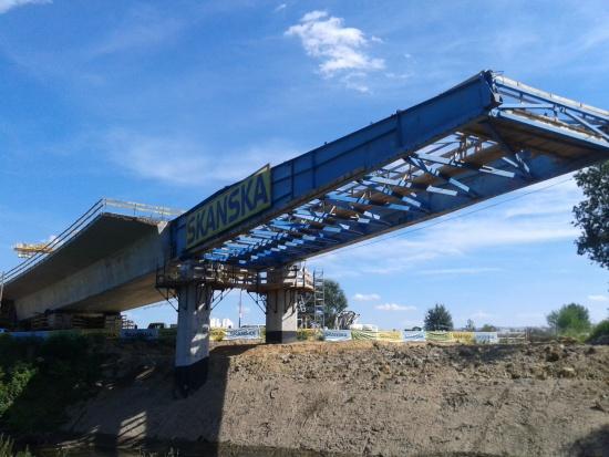 Most w Leśnicy ma 7 przęseł, 327 m długości i ponad 16 m szerokości. Fot. Skanska