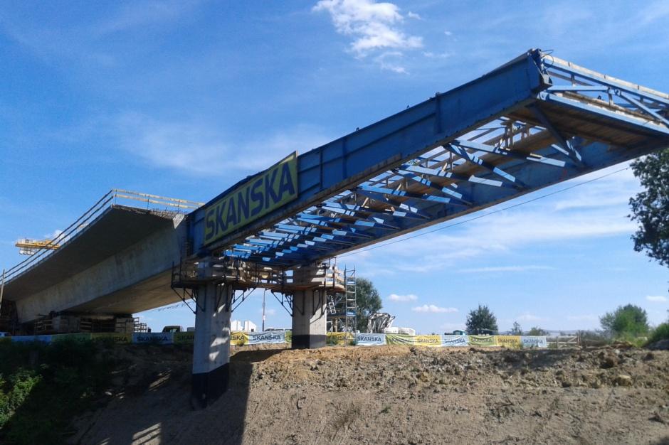 Leśnica: 300-metrowy most połączył dwa brzegi Bystrzycy